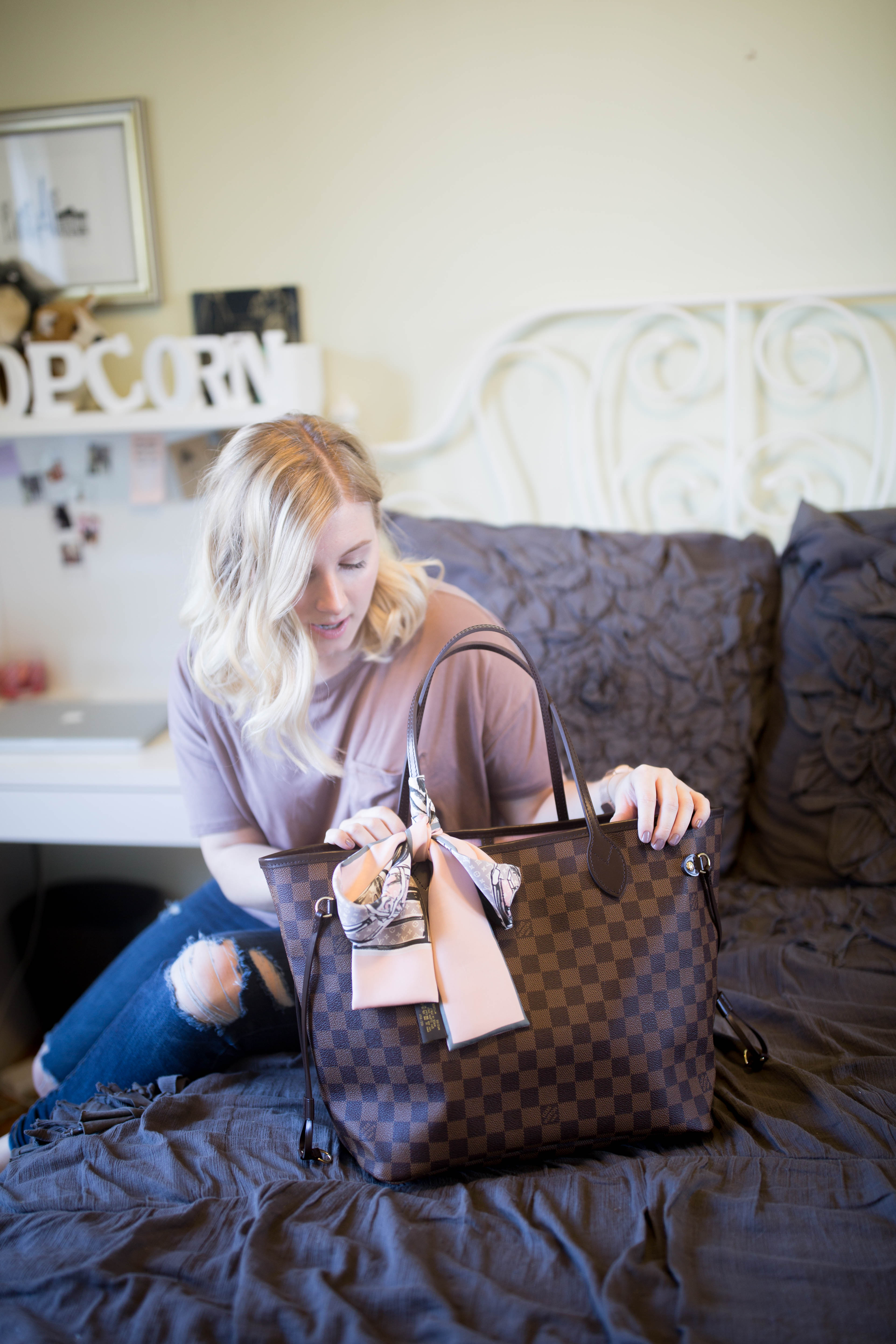 Check out these tips on how to choose your first designer handbag!