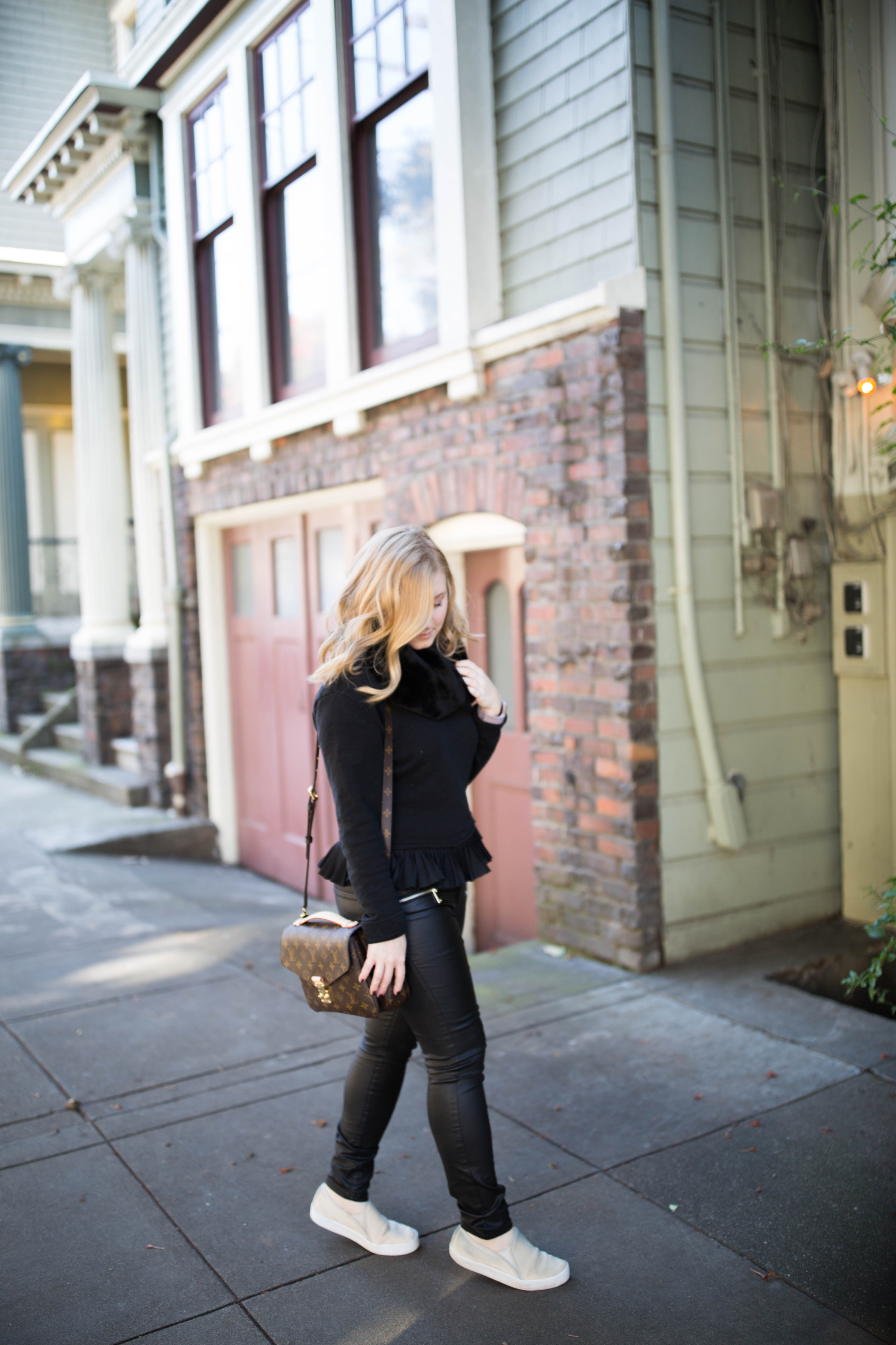 An all black pullover and moto jeans create an effortless, edgy outfit! Click through for more edgy outfit ideas and to shop this look!