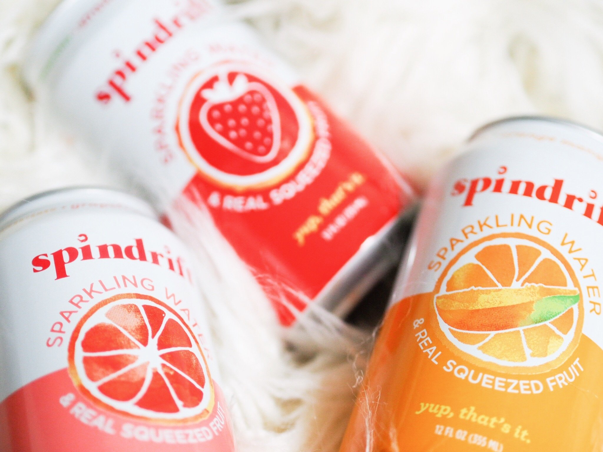 Kelsey of Blondes & Bagels talks staying refreshed and hydrated this summer with Spindrift sparkling water!